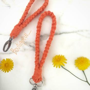 Porte clé forme de bracelet couleur orange fait main par Boutique W  حاملة المفاتيح بشكل اسوارة لون برتقالي's image