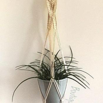Suspension de plante couleur beige fait main par Boutique W تعليقة النباتات لون بيج صناعة حرفية يدوية's image