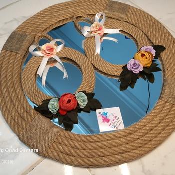 Miroir décoratif 45cm et deux cercle avec des fleurs's image