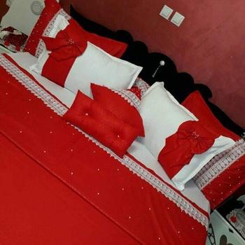 Parure de draps  6 pièce (draps plat,  Draps housse 4 taies) fait main couleur blanche et rouge's image