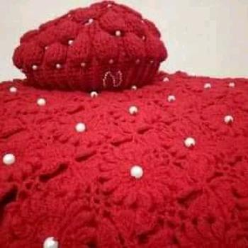 Cape pour fillette fait main couleur rouge ليلى والذئب نسخة في شالات البنات, كاب شتوي صنع من الصوف's image