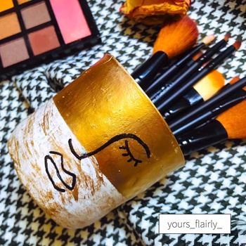 Makeup Brushes Cup made of Clay's image