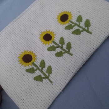 Pochette à motif tournesol de couleur beige faite à la main 25cm/13cm's image