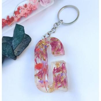 Porte-clé personnalisé en résine et fleurs séchées + feuilles dorées fait main par Soft Crafts lettre G's image