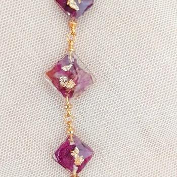 Ensemble de collier avec bracelet en résine doré et violet's image