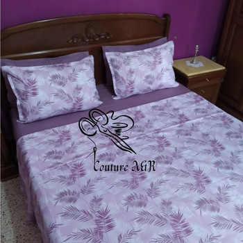 Parure de drap de 6 pièces : drap plat, drap housse,4 taies d'oreillers fait main par Couture des draps A & R couleur blanche et violet's image