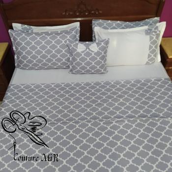 Parure de drap de 6 pièces : drap plat, drap housse,4 taies d'oreillers fait main par Couture des draps A & R couleur blanche et grise's image