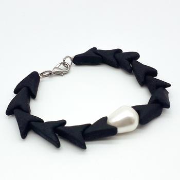 Bracelet amber avec  perle de culture fait main par Créanna Bijoux اسوارة بالعمبر صناعة حرفية يدوية's image