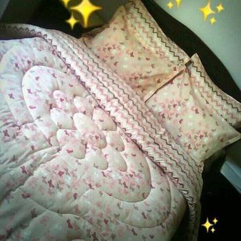 Couette deux places 6 pièces, 4 coussin , drap housse et la couette couleur beige et rose's image